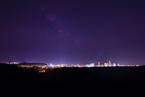 Foto stok gratis artis, gedung menara, kaki langit, lampu malam