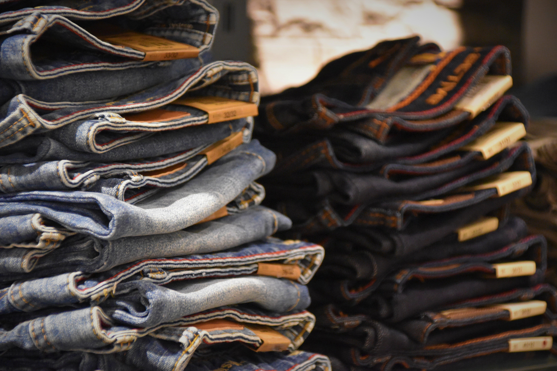Fotobanka sbezplatnými fotkami na tému denim, džínsy, navŕšená kopa, nosiť