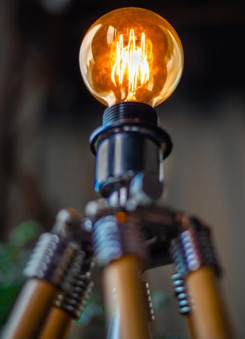 Kostenloses Stock Foto zu beleuchtet, elektrizität, glühbirne, licht