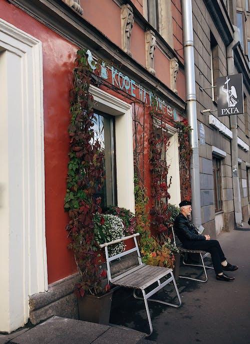 おとこ, くつろぐ, コーヒーショップ, シティの無料の写真素材