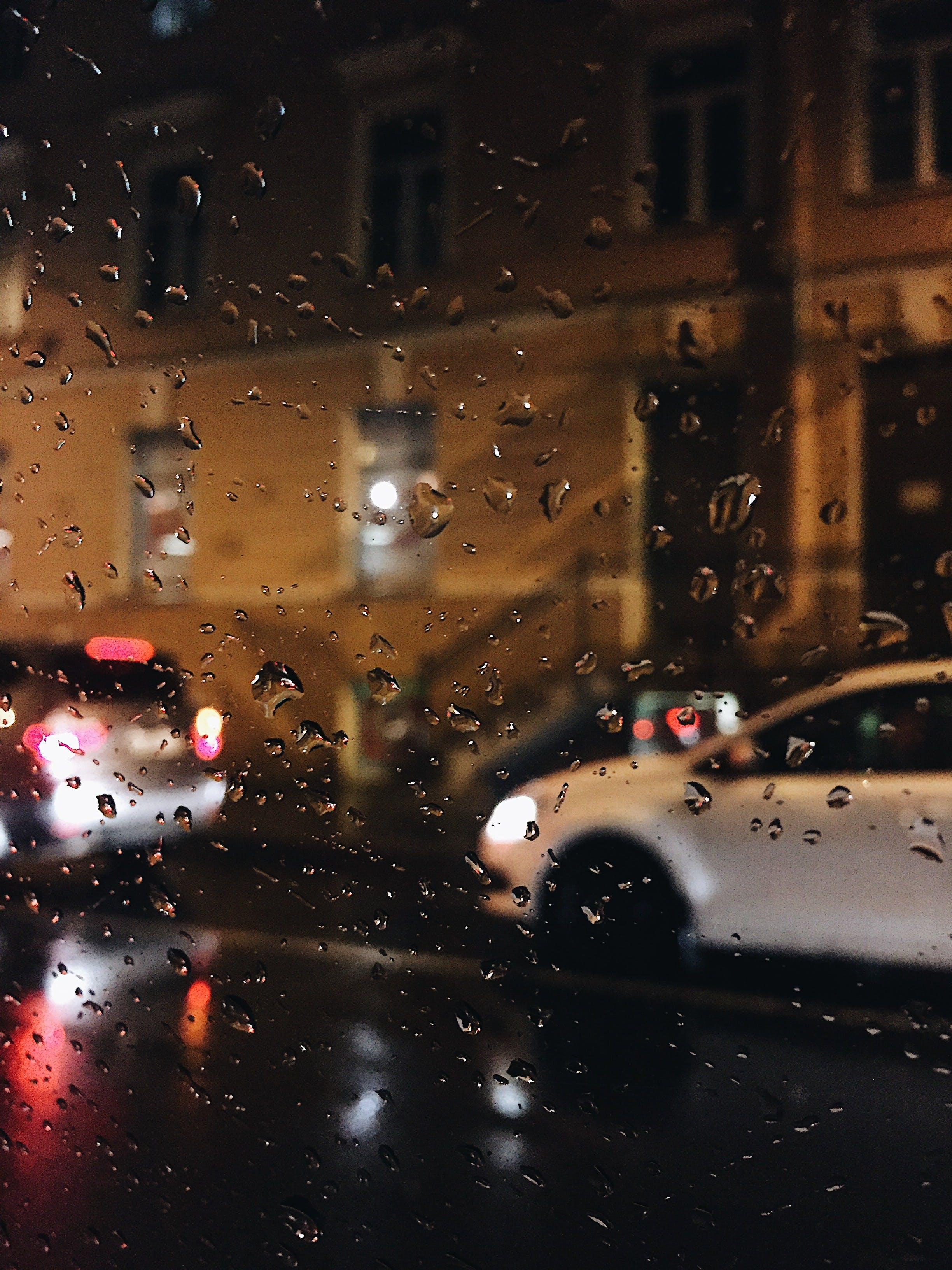 Kostenloses Stock Foto zu abend, autos, beleuchtet, beleuchtung
