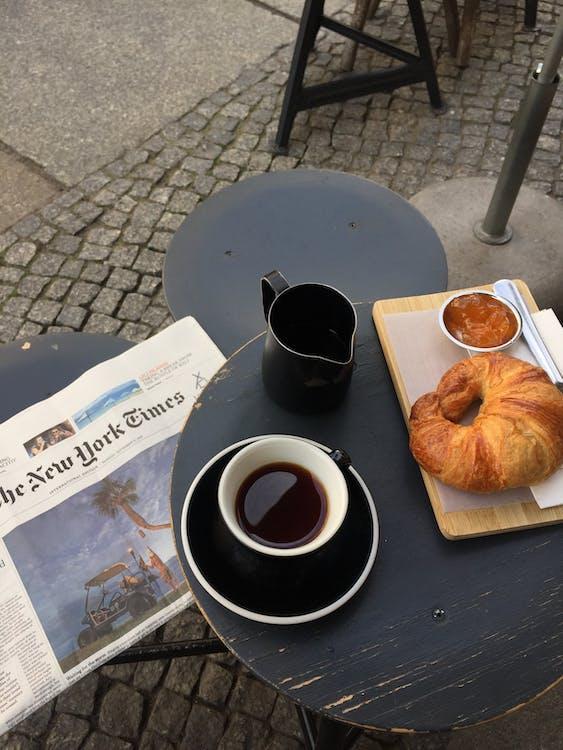 avis, bord, brød