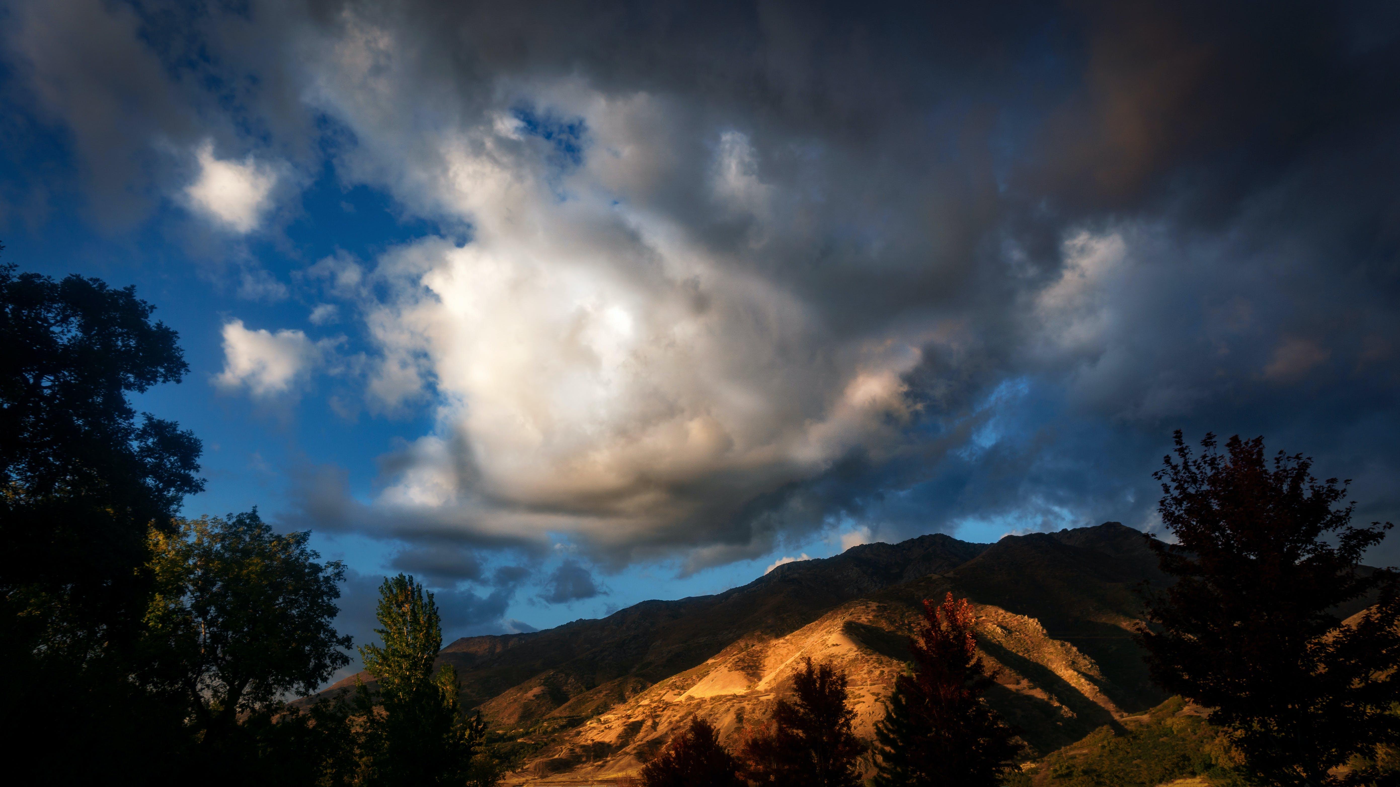 Foto d'estoc gratuïta de capvespre, cel, muntanyes, tardor