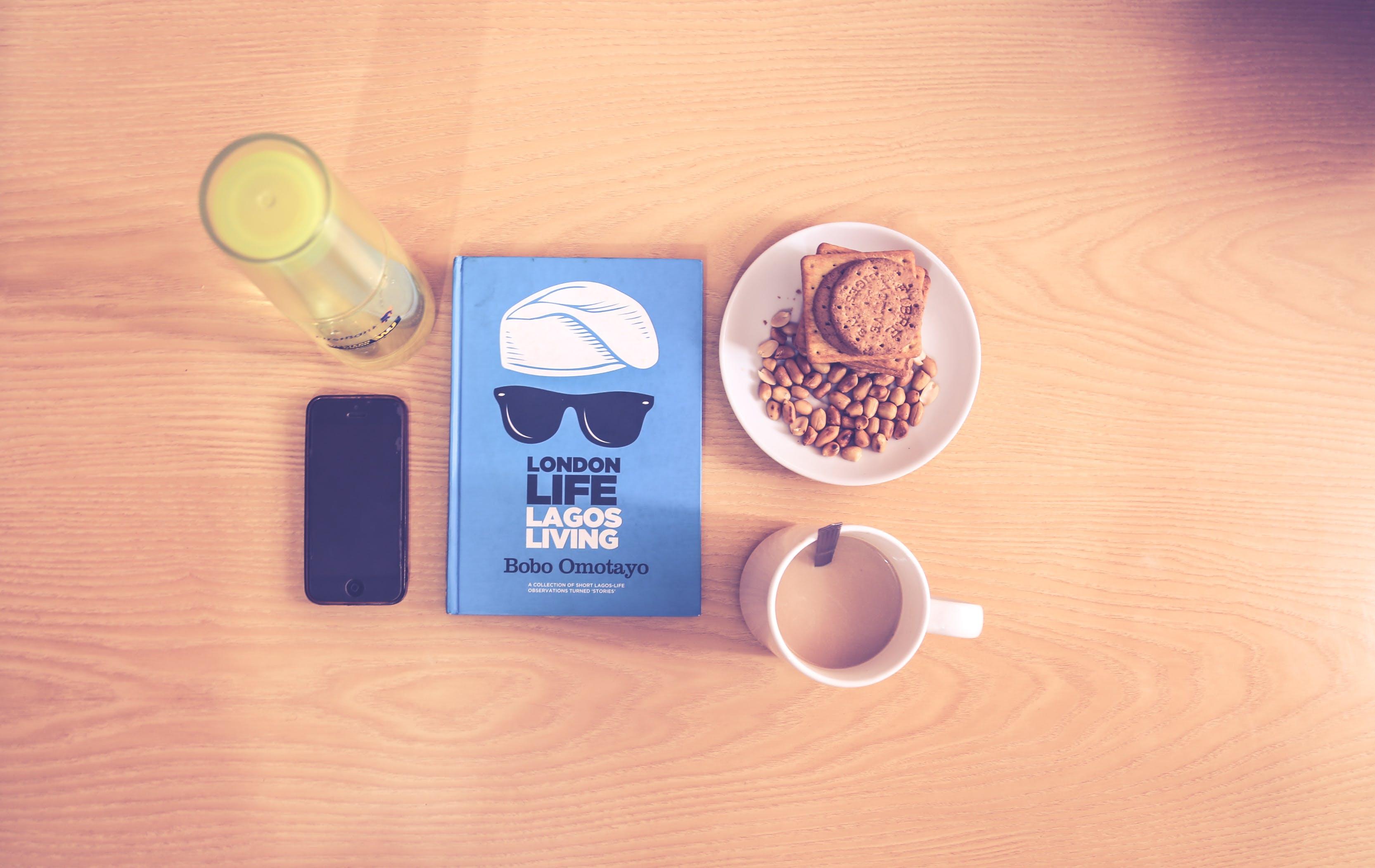 Základová fotografie zdarma na téma barva, chytrý telefon, dřevěný stůl, dřevo