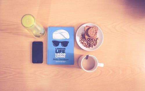 Бесплатное стоковое фото с iphone, дерево, деревянный стол, еда