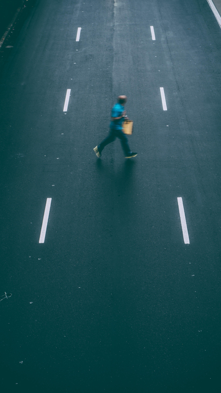 Kostnadsfri bild av gående, gata, ha på sig, handling