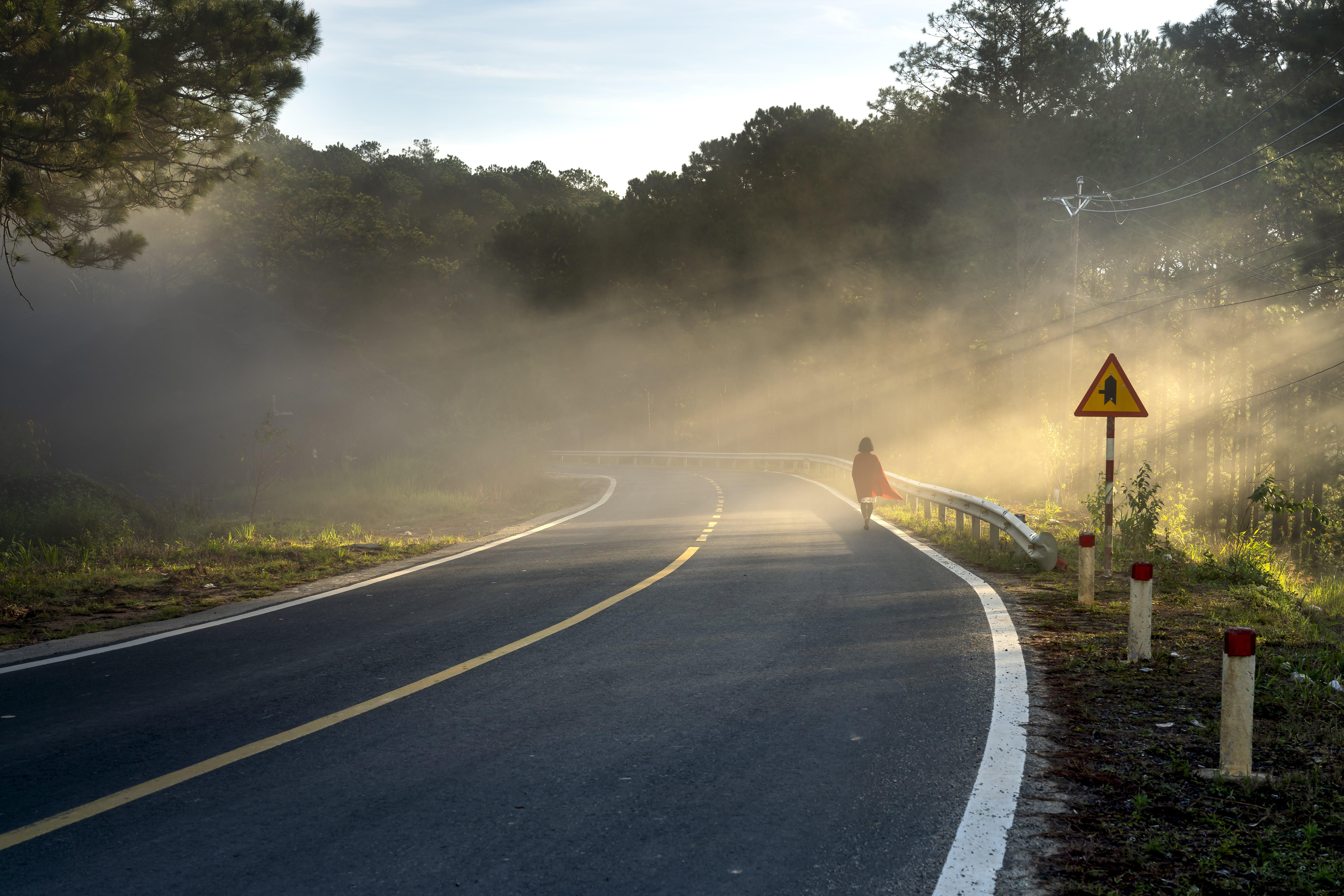 Ilmainen kuvapankkikuva tunnisteilla asfaltti, auringonlasku, henkilö, kevyt