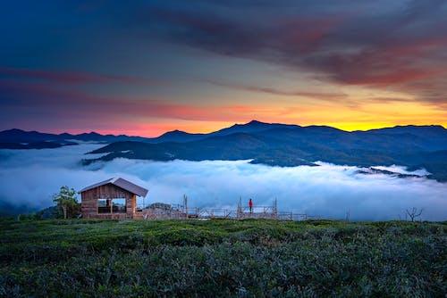Gratis lagerfoto af aften, bagbelyst, bjerge, dramatisk