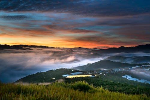 Fotobanka sbezplatnými fotkami na tému dramatický, exteriéry, hmla, hory