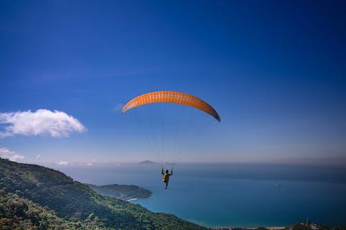 Foto d'estoc gratuïta de a l'aire lliure, aigua, aventura, cel blau