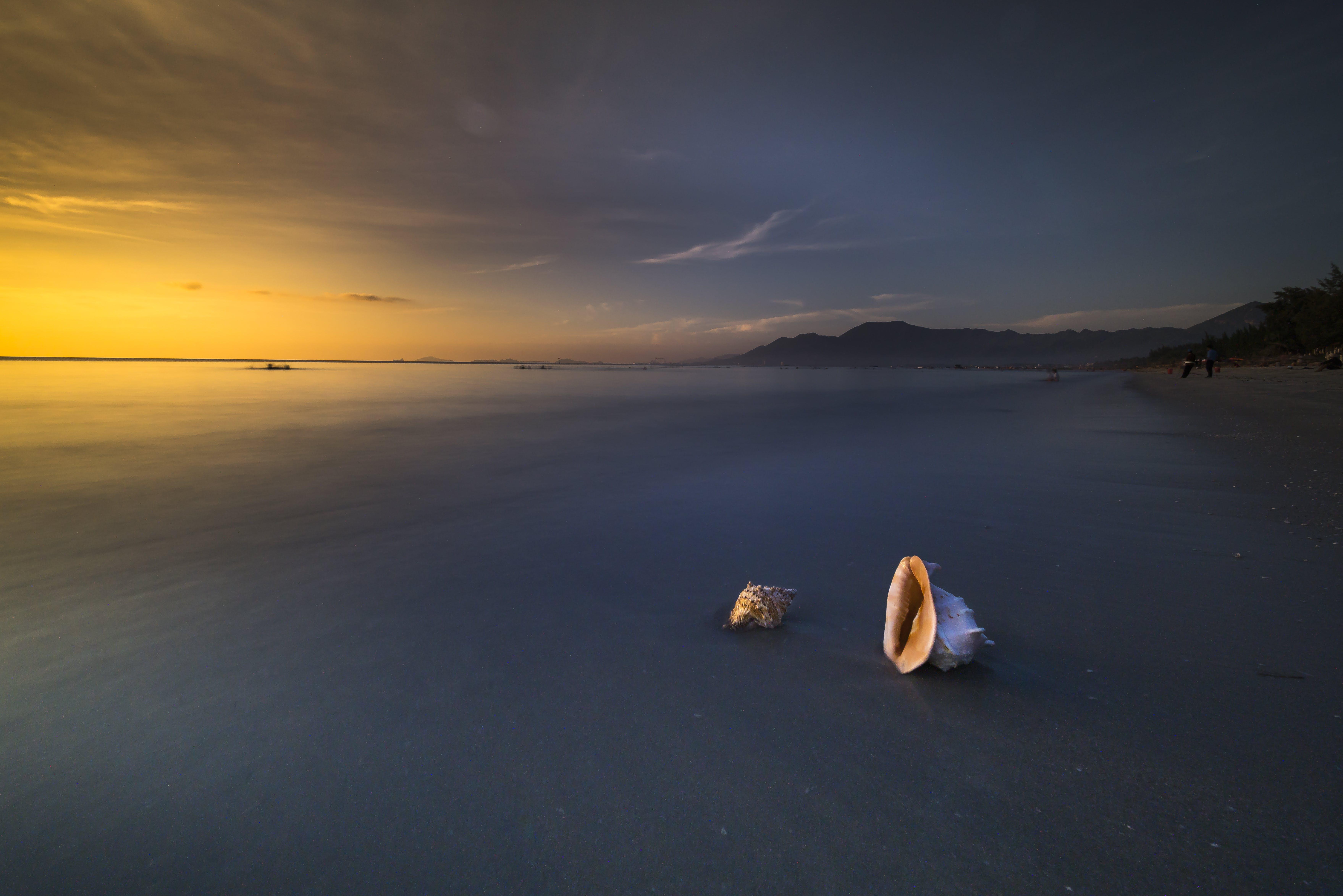 Ilmainen kuvapankkikuva tunnisteilla aallot, auringonlasku, hämärä, heijastukset