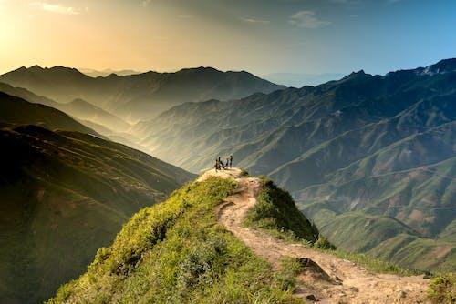 Gratis stockfoto met altitude, bergen, bergketen, bergtoppen