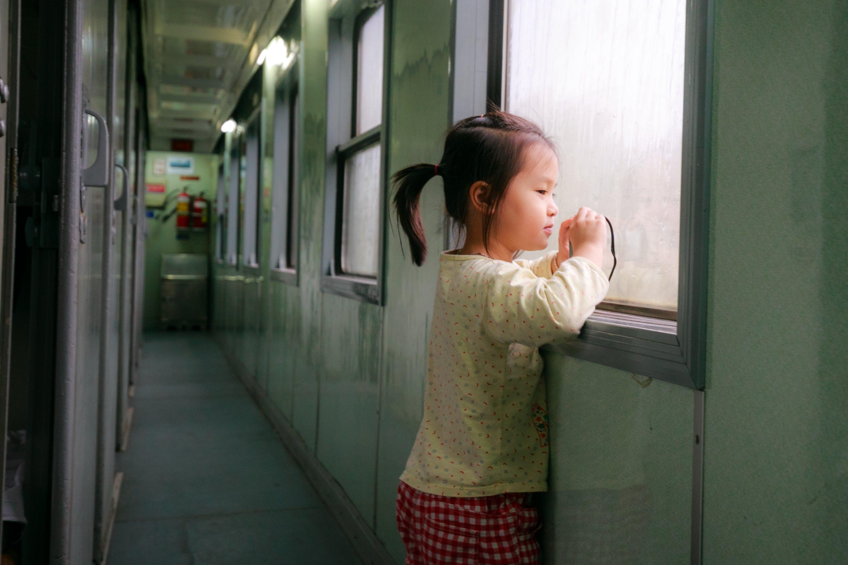 Ingyenes stockfotó ablak, áll, ázsiai lány, barna témában