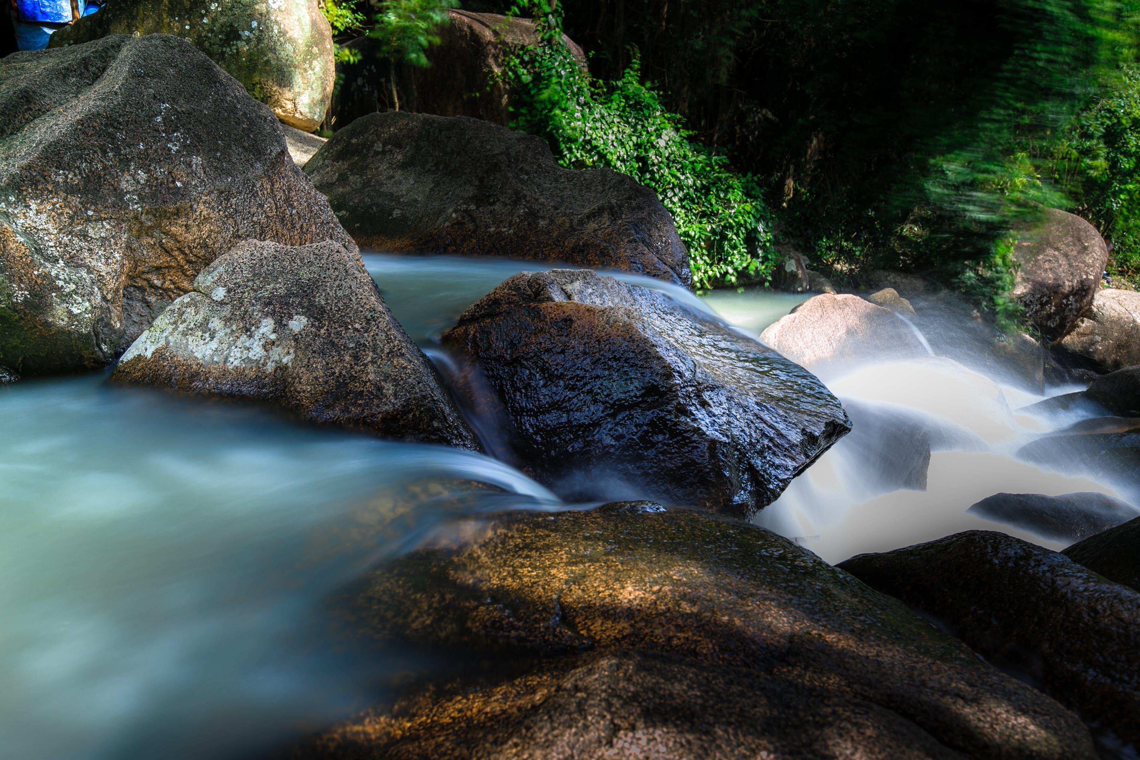 Безкоштовне стокове фото на тему «валуни, великий план, вода, водоспади»
