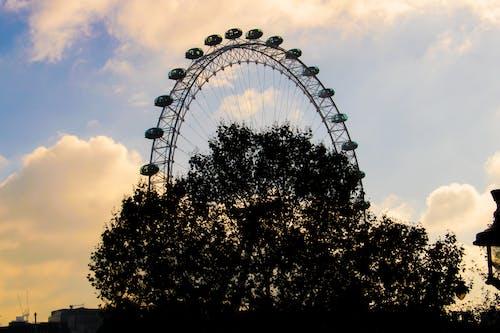 Kostenloses Stock Foto zu baum, blauer himmel, england, lampe