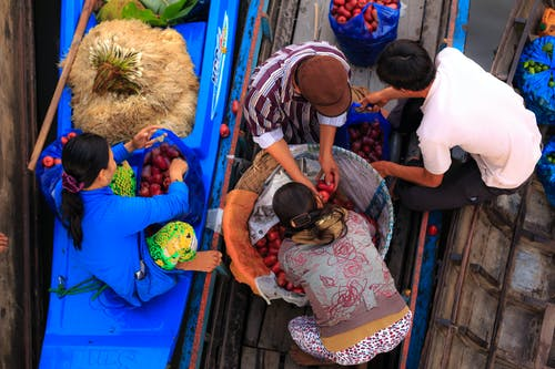 Gratis lagerfoto af både, bundt, folk, frugter