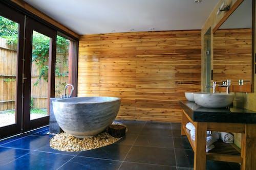 Gratis lagerfoto af badekar, badeværelse, boligindretning, bord