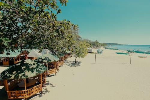 Kostenloses Stock Foto zu sandstrand, strand, strandhütte, strandhütten