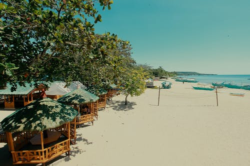 Kostnadsfri bild av sandstrand, strand, stranden, strandhydda