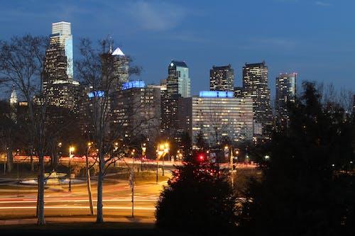 คลังภาพถ่ายฟรี ของ ตึก, ตึกระฟ้า, ทิวทัศน์เมือง, ลายเส้นแสง