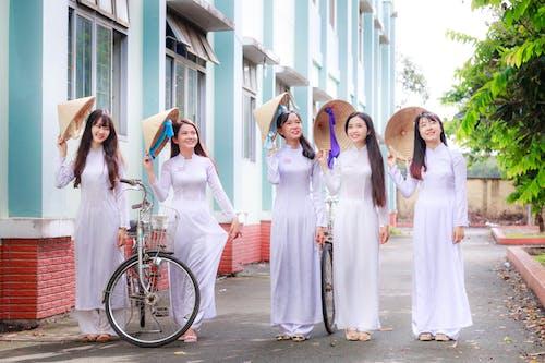 Ilmainen kuvapankkikuva tunnisteilla aasialaiset naiset, asento, hauska, hymyily