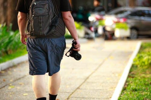 คลังภาพถ่ายฟรี ของ กระเป๋าเป้, กล้อง, กลางแจ้ง, การถ่ายภาพ