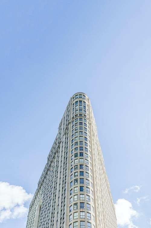 Kostenloses Stock Foto zu architektur, blauer himmel, himmel, innenstadt