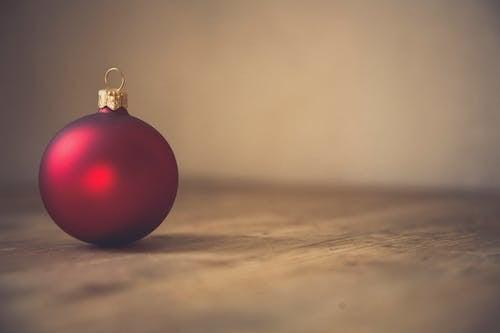 Foto profissional grátis de bola de Natal, decorar, enfeite de Natal, espaço em branco