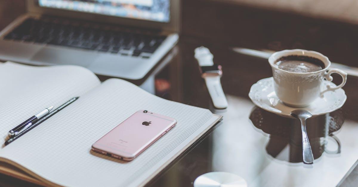 ничего красивая картинка ноутбук и кофе курорту добавляет