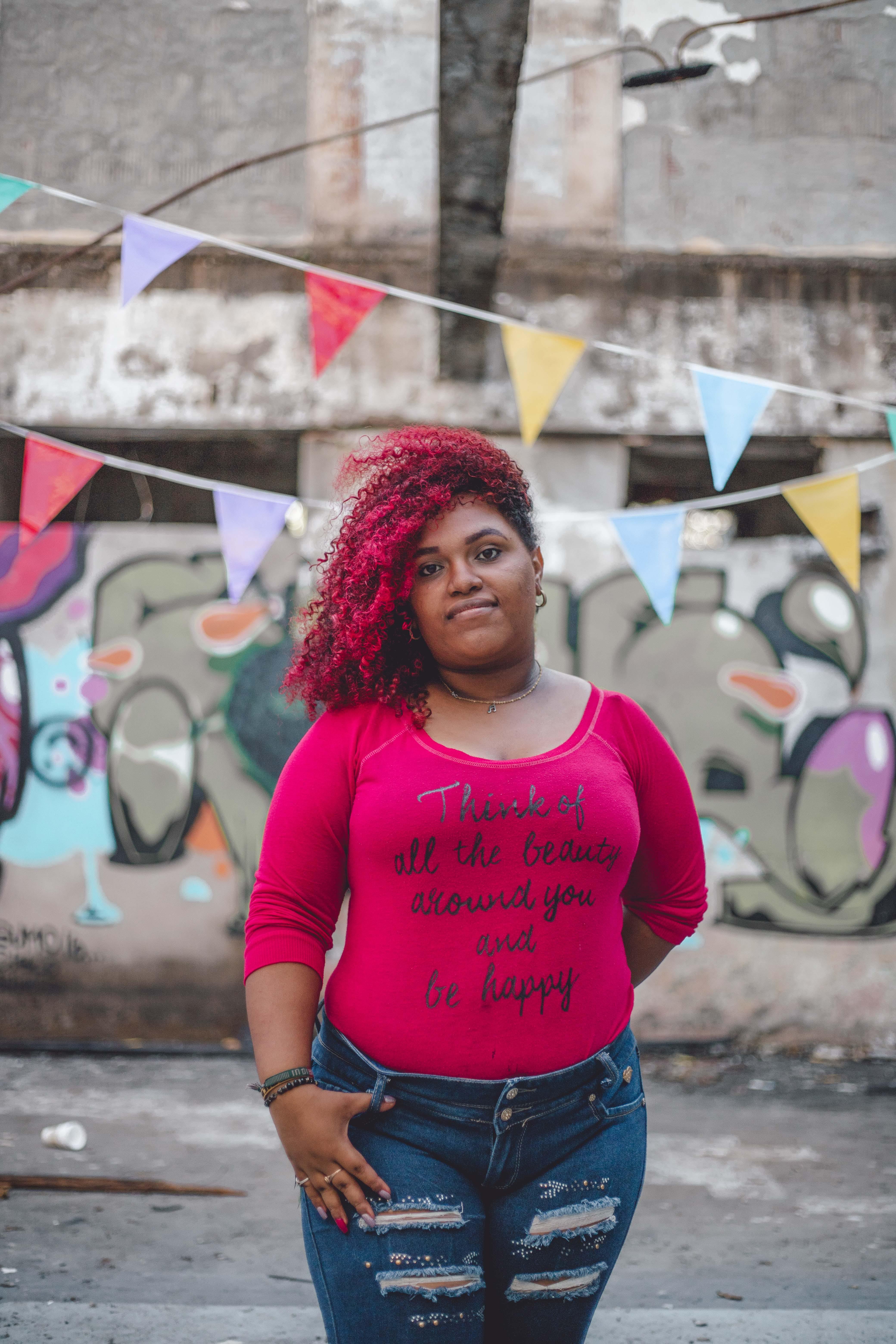 afrikalı-amerikalı kadın, aşındırmak, günlük giysi, güze içeren Ücretsiz stok fotoğraf