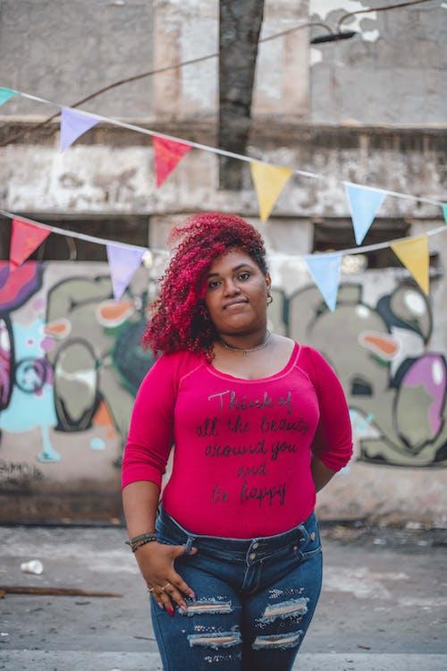 Δωρεάν στοκ φωτογραφιών με αφροαμερικάνα γυναίκα, γυναίκα, έκφραση προσώπου, καθημερινό ντύσιμο