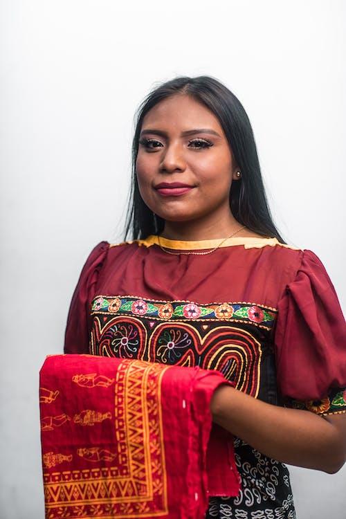 aşındırmak, bakmak, cazibe, geleneksel giyim içeren Ücretsiz stok fotoğraf