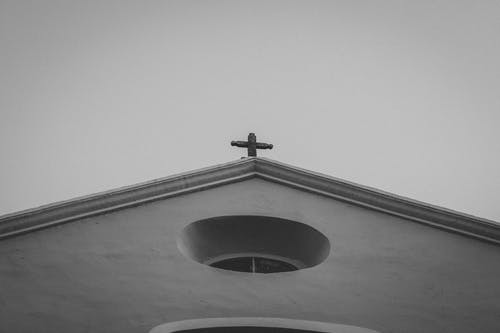 Immagine gratuita di architettura, bianco e nero, chiesa, cielo