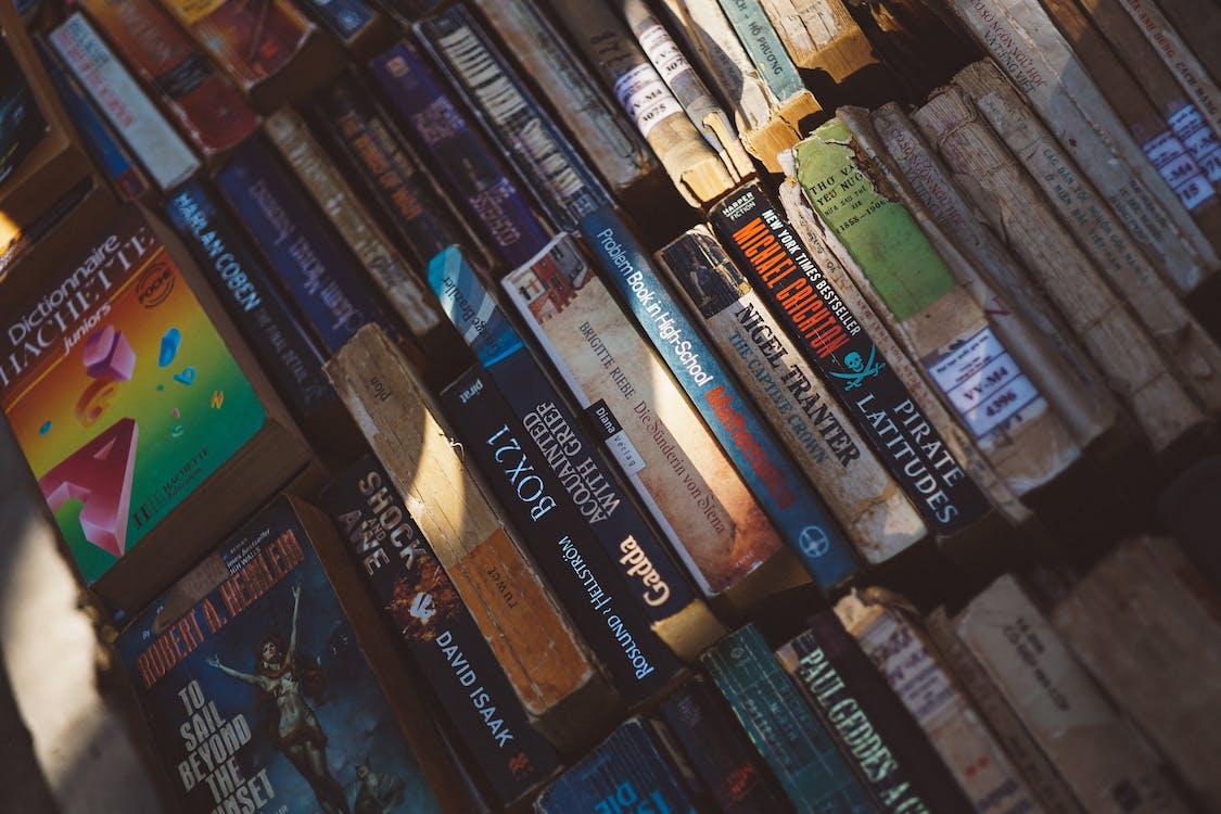 conocimiento, libros, novelas