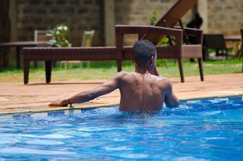Δωρεάν στοκ φωτογραφιών με γαλάζια νερά, διασκέδαση, δίπλα στην πισίνα, κολύμπι