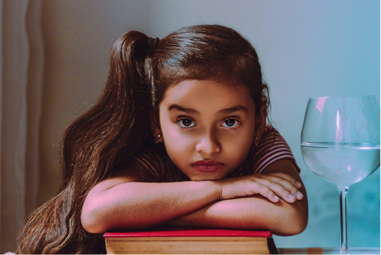 Ingyenes stockfotó álló kép, aranyos, fiatal, kültéri kihívás témában