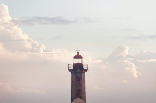Fotobanka sbezplatnými fotkami na tému architektúra, maják, mraky, oblaky