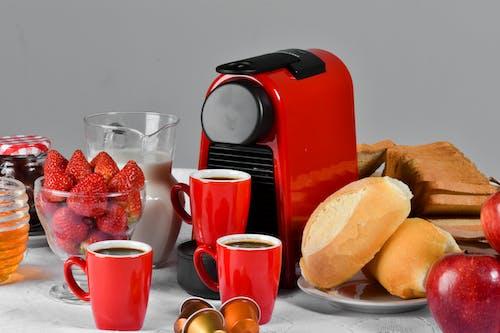 Gratis lagerfoto af brød, frugtskål, kaffe, morgenmad