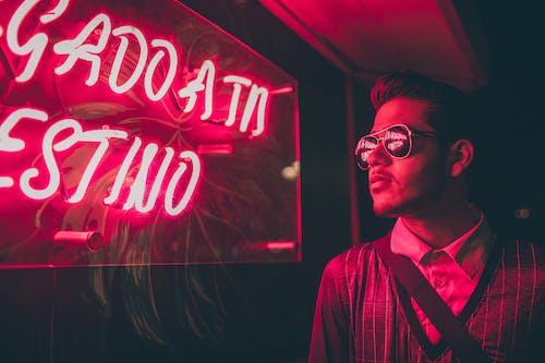 Základová fotografie zdarma na téma lehký, muž, neonový nápis, osoba