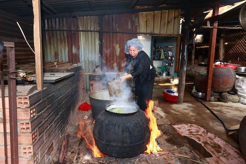Základová fotografie zdarma na téma asiatka, dělník, dovednost, hrnce na vaření