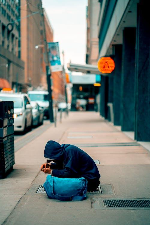 Fotobanka sbezplatnými fotkami na tému chodník, človek, exteriéry, mesto