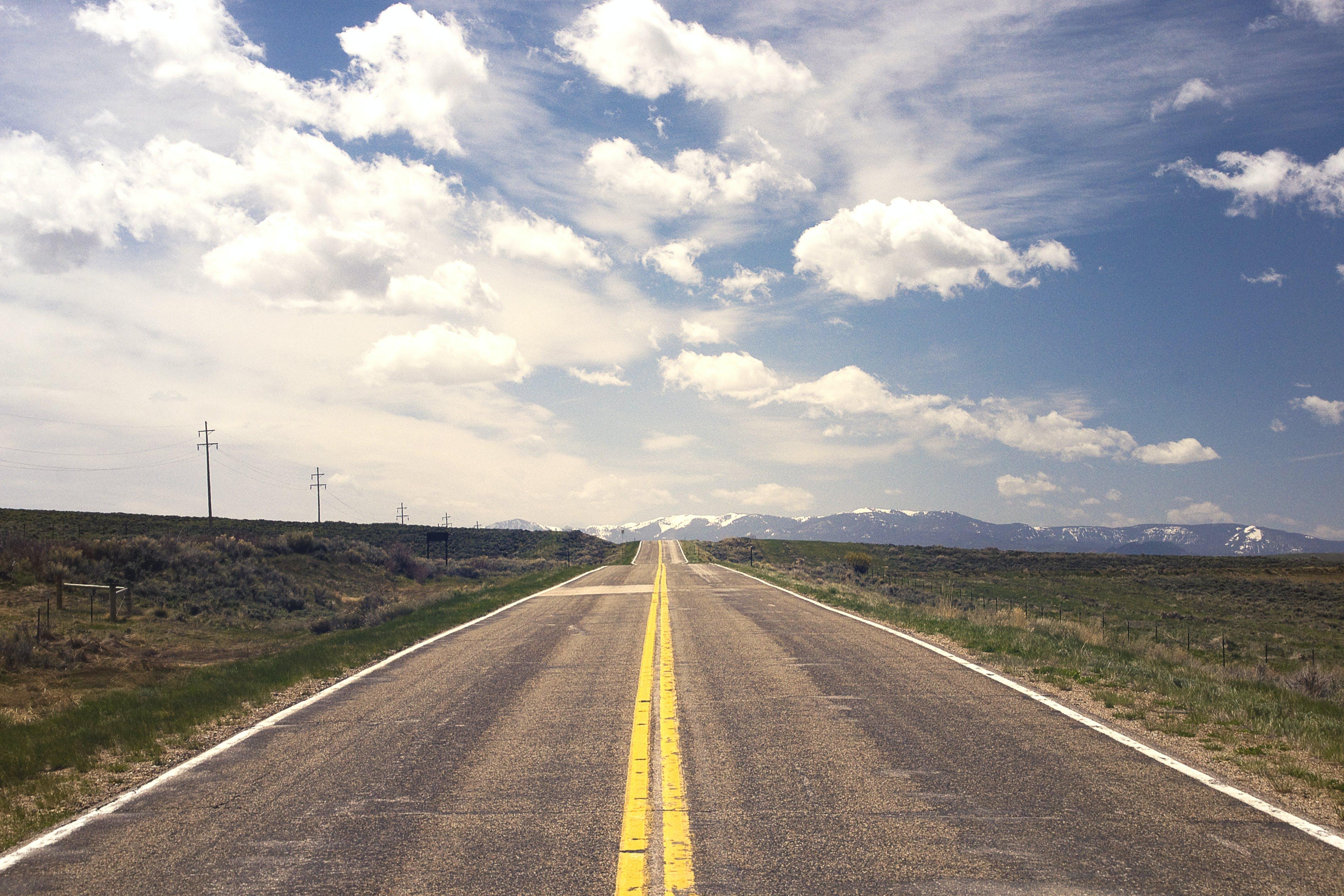 Kostenloses Stock Foto zu asphalt, aspiration, autobahn, berg