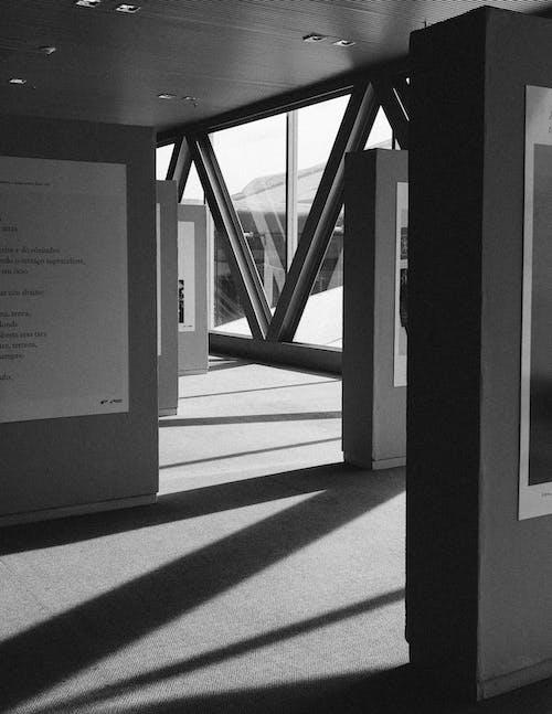 Ilmainen kuvapankkikuva tunnisteilla arkkitehdin suunnitelma, arkkitehtuuri, lasi-ikkunat, lasiesineet