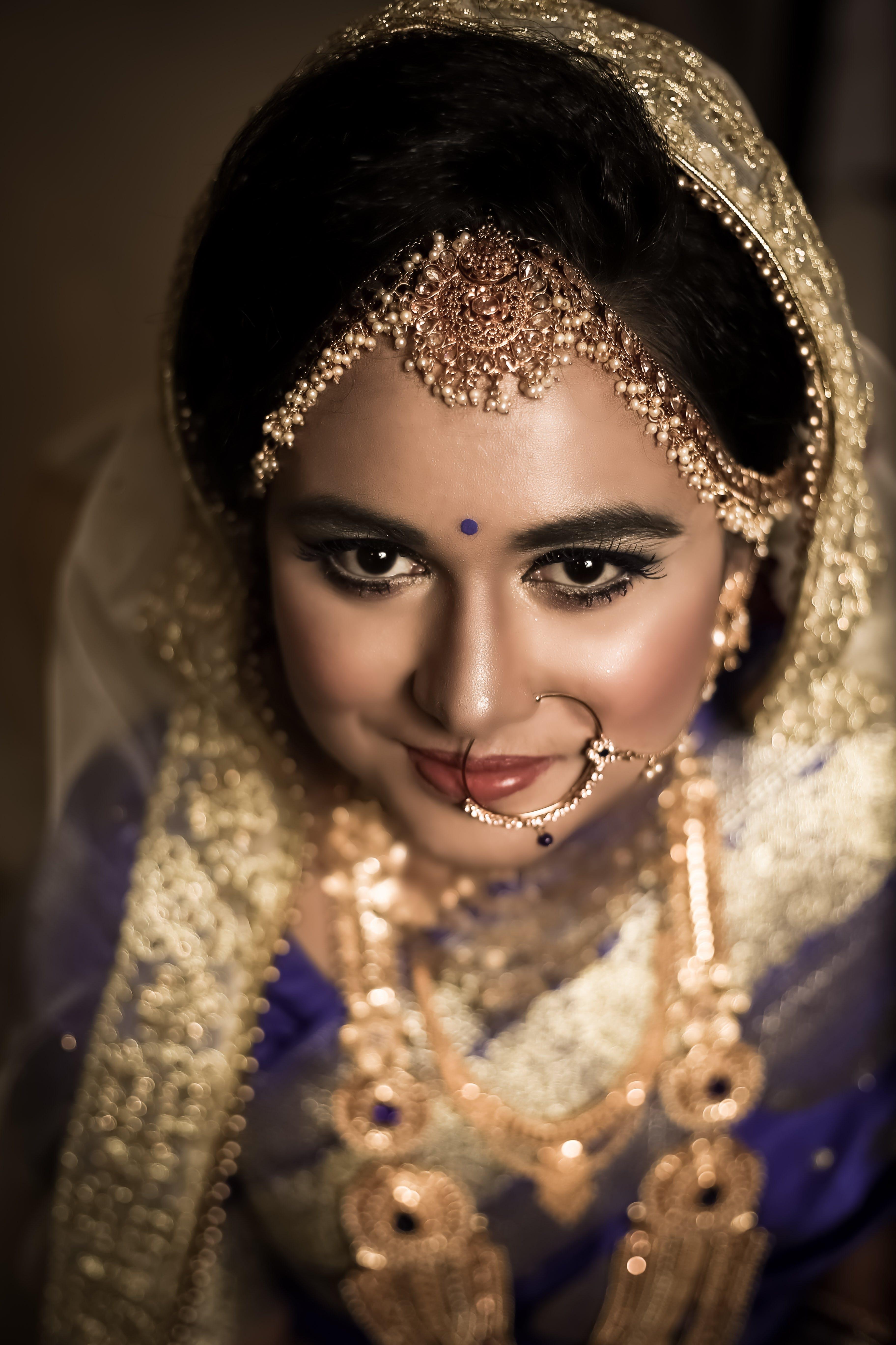 Základová fotografie zdarma na téma krásné oči, svatební doplňky, usměvavá žena, zaměřit se na obličej