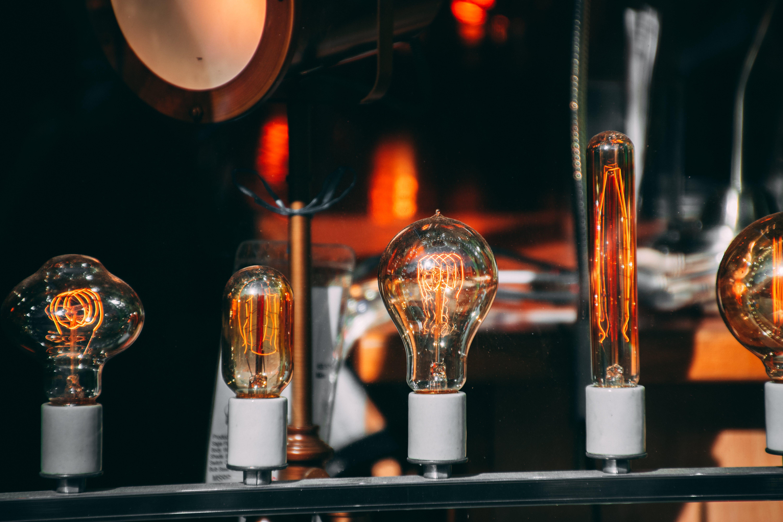 Kostenloses Stock Foto zu beleuchtet, beleuchtung, glühbirnen