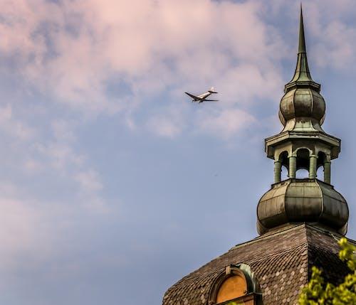 Základová fotografie zdarma na téma kostel, krásný, letadlo, modrá obloha