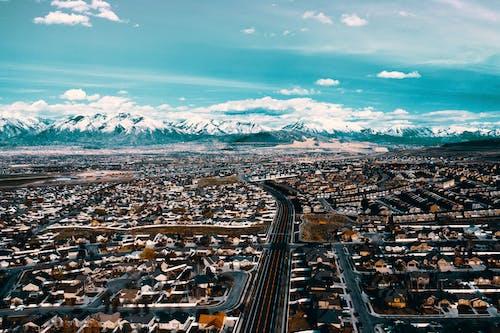 dağlar, drone, drone çekimi, drone fotoğrafçılığı içeren Ücretsiz stok fotoğraf