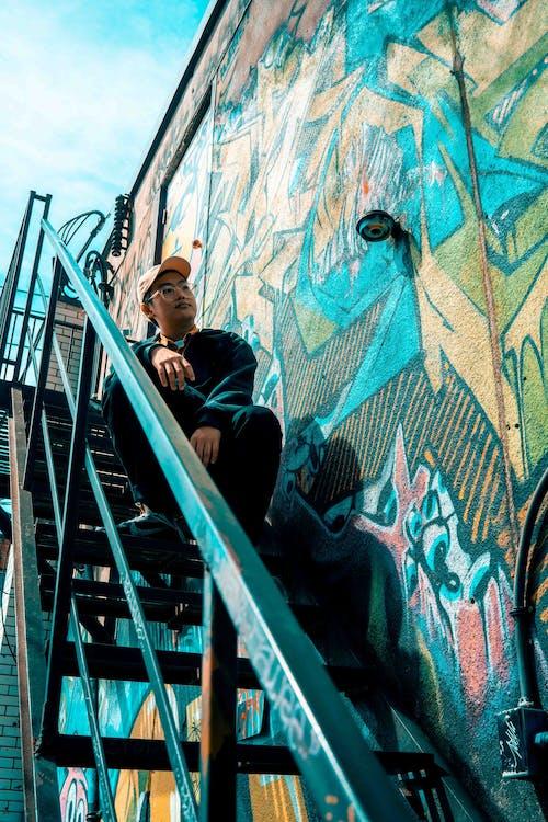 Foto d'estoc gratuïta de arquitectura, escala, escales, graffiti