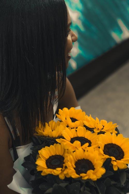 Foto d'estoc gratuïta de bonic, brillant, flors, flors grogues