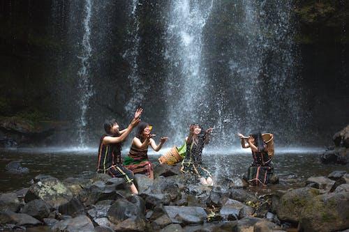 Foto stok gratis air, air terjun, batu, bermain